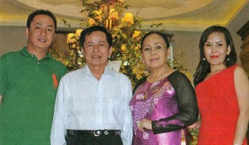 Vợ chồng doanh nhân Lê Văn Kiểm, Trần Cẩm Nhung và hai người con