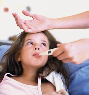 Chăm sóc trẻ bị sốt virus thế nào để nhanh hồi phục?