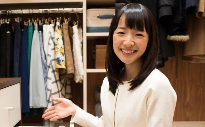 Marie Kondo là cô gái Nhật nổi tiếng với hàng loạt bí quyết dọn nhà sạch đẹp tối giản.