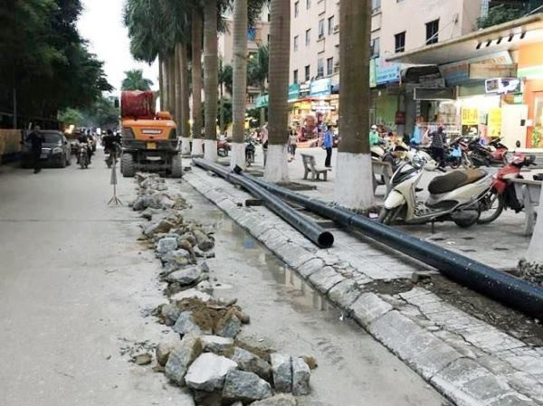 Việc thi công lắp ống nước khi chưa được sự cho phép đã bị lập biên bản dừng tại KĐT Đại Thanh