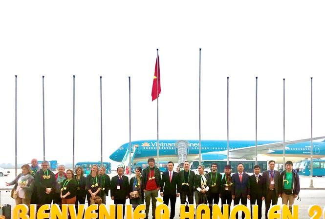 Sở Du lịch Hà Nội đón những vị khách quốc tế đầu tiên đến Hà Nội năm 2020.