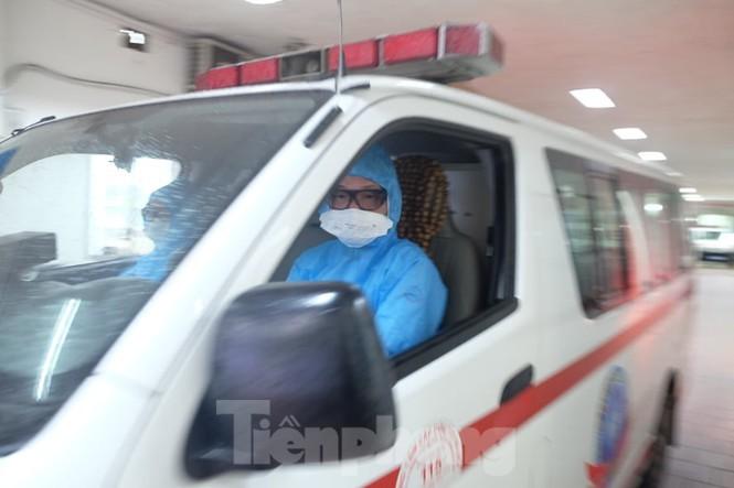 Những chiếc xe 115 liên tục hú còi di chuyển thời điểm dịch COVID-19 cao điểm ở Hà Nội