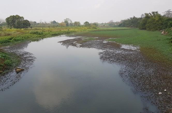 Sông Đáy, đoạn đi qua Hoài Đức cũng bị ô nhiễm nặng vì kênh thải các làng nghề