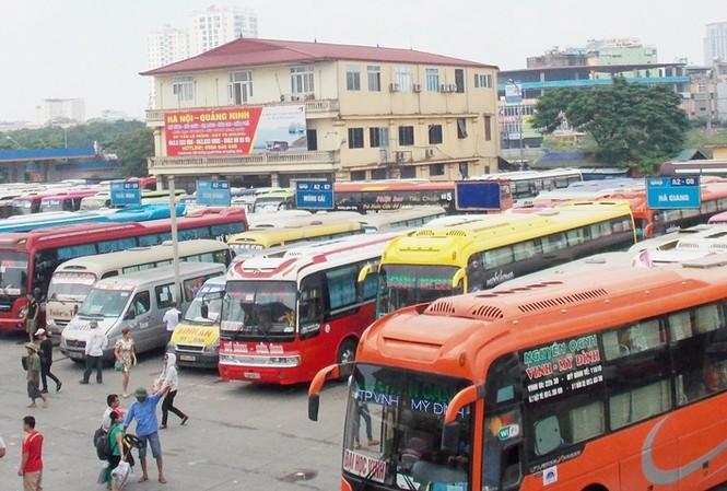 Các bến xe lớn tại Hà Nội được tăng cường 1.300 xe dịp Tết Nguyên đán. Ảnh: Trọng Đảng