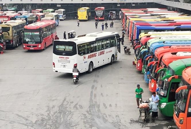 Đã có 4 DN vận tải tại bến xe Nước Ngầm xin tăng giá cước dịp Tết. Ảnh: T.Đảng