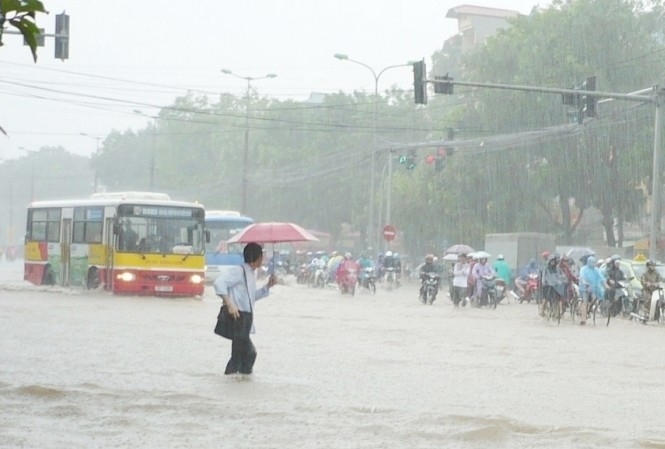 Nhiều lĩnh vực công ích Hà Nội trong đó có vận tải, thoát nước bị thành phố nợ thanh toán nhiều tháng.  Ảnh: A.Trọng