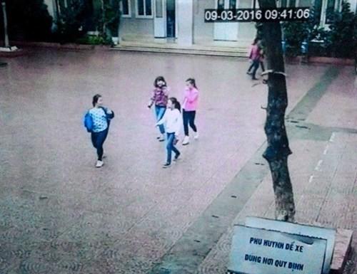 Hình ảnh 4 nữ sinh lớp 5 ở Hà Nội lẻn ra khỏi trường để đi tìm việc làm và được ghi lại qua camera (ảnh: An ninh thủ đô)