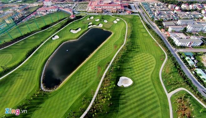 Ngày 29/6/2014, Công ty Cổ phần Đầu tư Long Biên đã chính thức đưa vào hoạt động sân golf Long Biên với 27 lỗ tiêu chuẩn PGA tọa lạc tại quận Long Biên (giáp sân bay Gia Lâm), cách trung tâm thành phố Hà Nội khoảng 5 km và cách sân bay Nội Bài 35 km