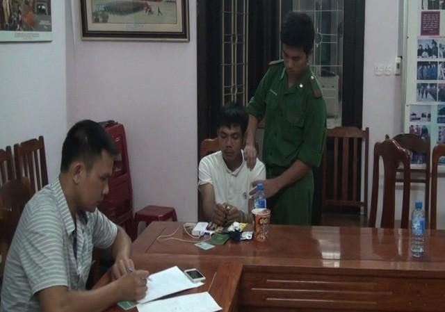 Lực lượng Phòng chống ma túy lấy lời khai đối tượng