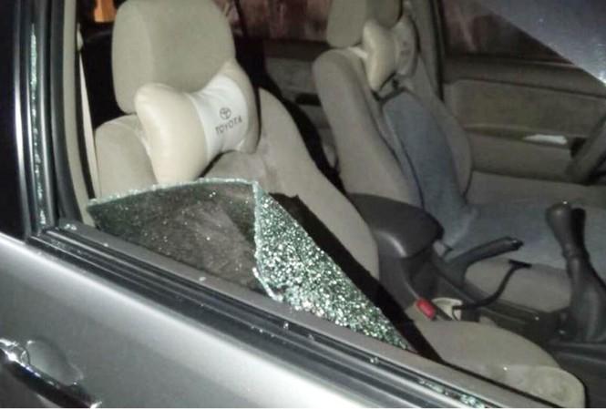 Một chiếc ô tô bị đập kính lấy trộm tài sản xảy ra trên địa bàn tỉnh Bình Dương