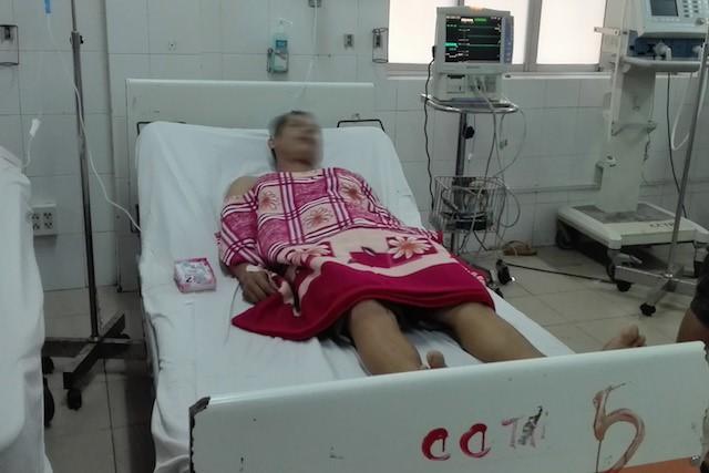 Nam bệnh nhân đang cấp cứu tại bệnh viện