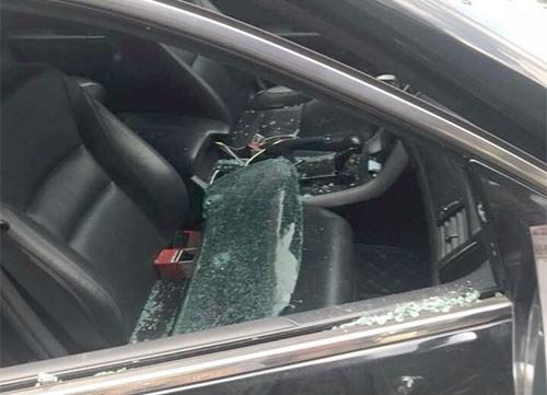 Kính bên ghế phụ ôtô bị vỡ