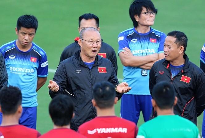 Tái ký hợp đồng sớm, HLV Park Hang-seo có thể toàn tâm toàn ý cho ĐT Việt Nam tại vòng loại World Cup 2022, và U22 Việt Nam tại SEA Games 30. Ảnh: Vũ Vy