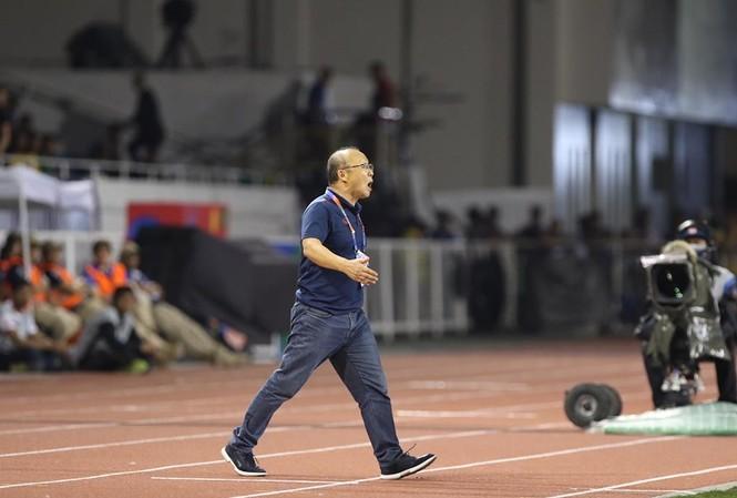 Hình ảnh đáng nhớ của thầy Park trong trận chung kết