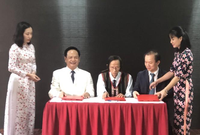 Ông Đào Hồng Tuyển trao tặng 20 tỷ đồng hỗ trợ bảo tồn văn hóa dân gian