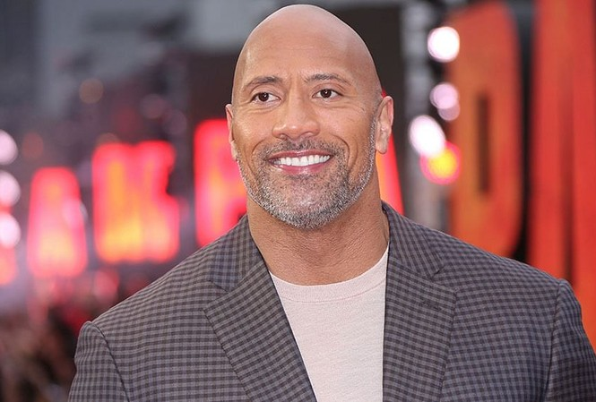 Dwayne Johnson: Từ cầu thủ bóng bầu dục thất bại đến siêu sao giàu có nhất Hollywood