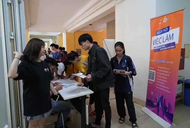 Hệ thống 'truy vết' sinh viên tốt nghiệp: Thước đo chất lượng đại học