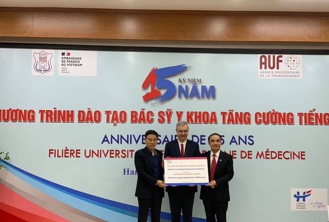 80 luận văn tốt nghiệp của sinh viên ĐH Y Hà Nội bảo vệ trước Hội đồng quốc tế