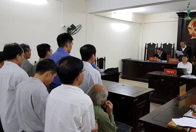 Thẩm phán Trương Việt Toàn thay mặt HĐXX tuyên án phúc thẩm.