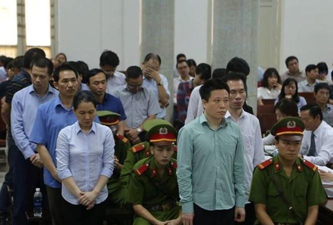 Ông Hà Văn Thắm và các đồng phạm tại tòa án Hà Nội.