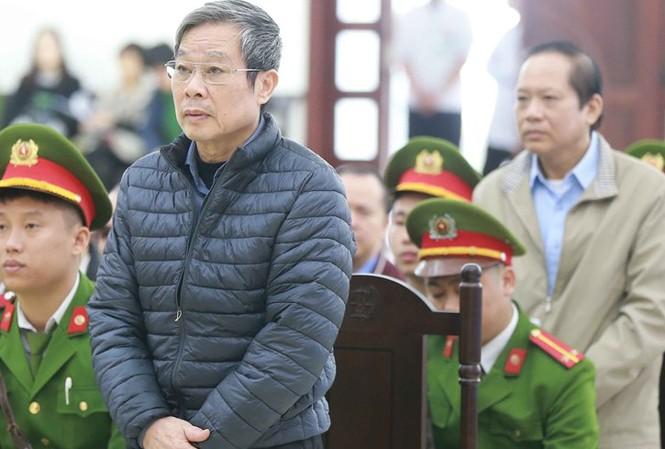 Ông Nguyễn Bắc Son và Trương Minh Tuấn trong phiên tòa. Ảnh: Doãn Tuấn/TTXVN