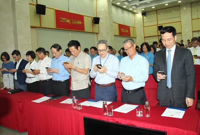 Bộ trưởng Nguyễn Mạnh Hùng nhắn tin ủng hộ người nghèo