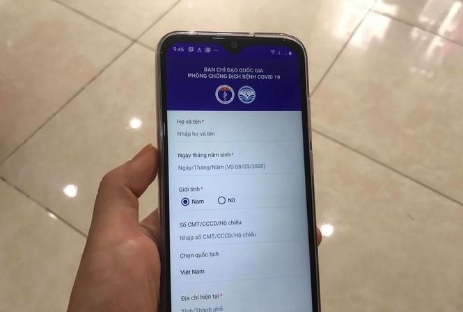 Người dùng điện thoại hệ điều hành Android có thể tải ứng dụng NCOVI vào sáng nay. Ảnh: Nguyễn Hoài
