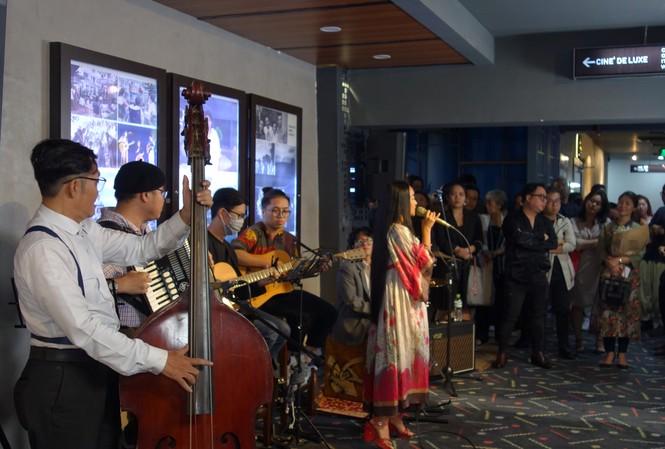 Hàng trăm khán giả 'cháy' với âm nhạc và bộ phim về nhạc sỹ Trần Tiến