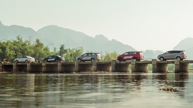 Đoàn trải nghiệm các mẫu xe CKD của Toyota trên cung đường Hà Nội – Mộc Châu