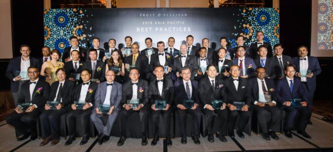 Giải thưởng ghi nhận đóng góp của doanh nghiệp trong lĩnh vực trung tâm dữ liệu và dịch vụ đám mây do Frost & Sullivan trao vào giữa tháng 11, tại Singapore