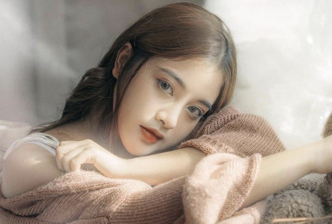 """Vẻ đẹp lạnh lùng đầy cuốn hút của nữ sinh được mệnh danh """"phù thủy make-up"""""""