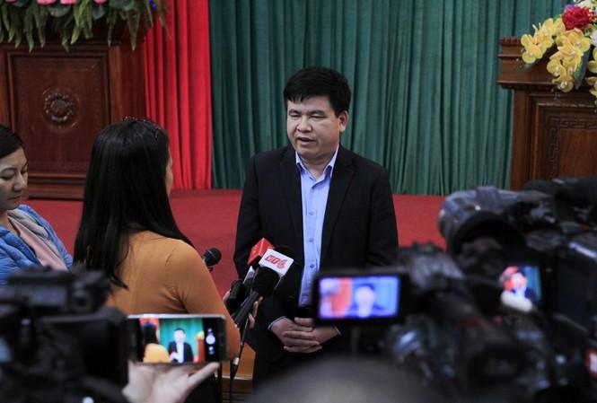 Ông Trần Xuân Hà, Phó Trưởng ban Tuyên giáo Thành ủy Hà Nội trao đổi với báo chí. Ảnh: Trường Phong