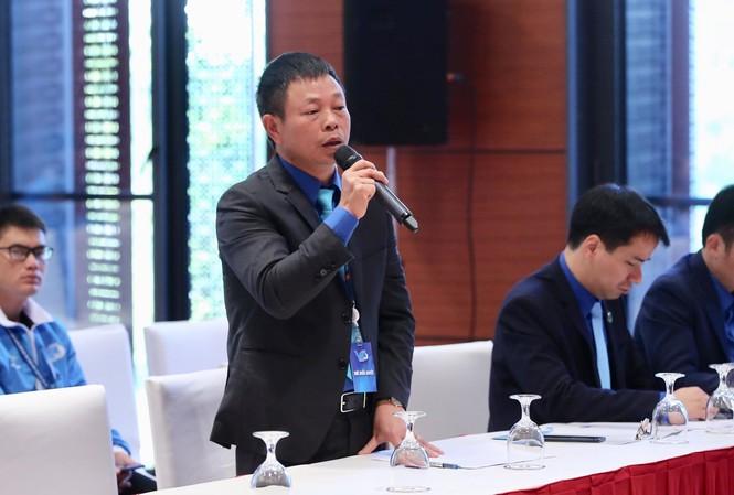 Phó Tổng biên tập báo Tiền Phong Phùng Công Sưởng phát biểu tại diễn đàn. Ảnh: Hoàng Mạnh Thắng