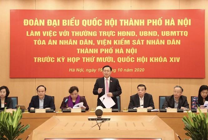 Bí thư Thành ủy Hà Nội, Trưởng Đoàn ĐBQH thành phố Hà Nội Vương Đình Huệ phát biểu tại buổi làm việc