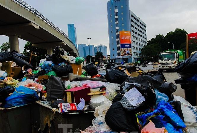 Ùn ứ rác thải ở Hà Nội