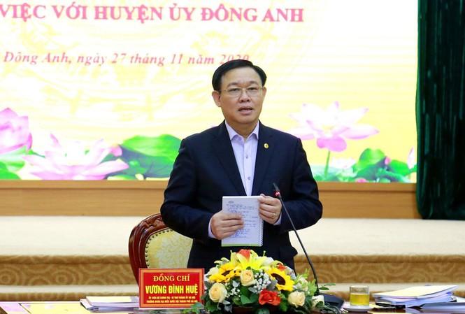 Bí thư Thành ủy Hà Nội Vương Đình Huệ phát biểu tại cuộc làm việc