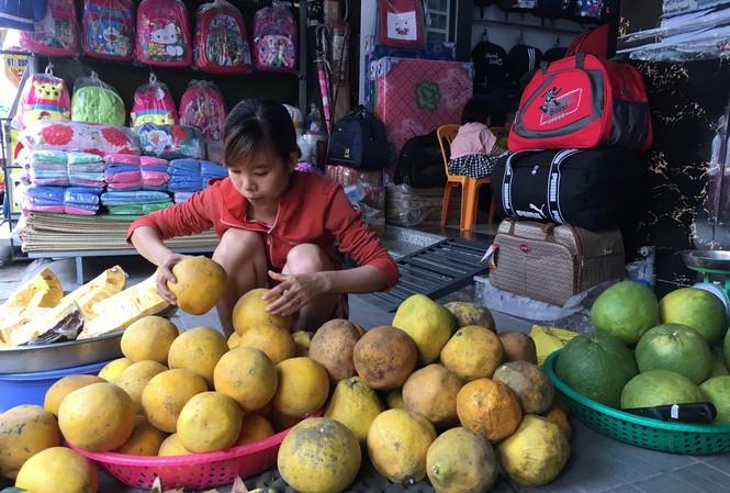 Cam Canh, bưởi Diễn giá rẻ đổ về TP HCM