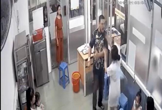 Xử lý vợ đối tượng đánh gãy quai hàm nữ điều dưỡng vì 'cổ súy' chồng