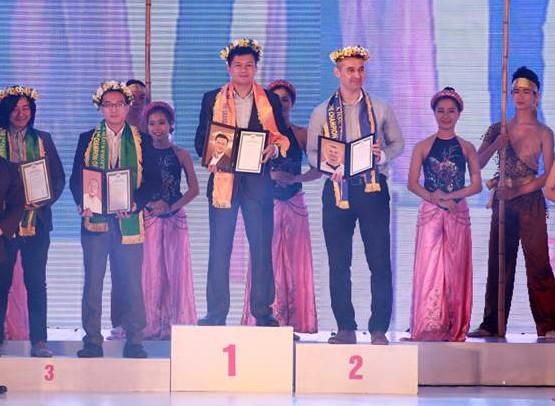 Lê Hồng Hải nhận giải Hoa hậu FPT Software 2015