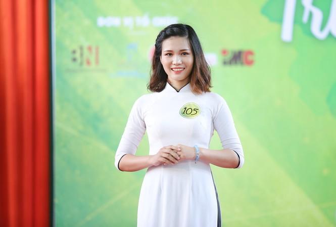 Nữ sinh Đà Nẵng khoe sắc, 'trường tôi là số 1'