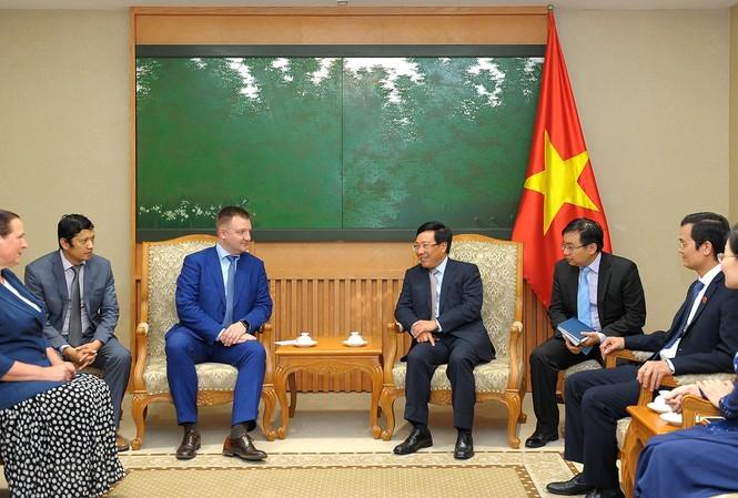 Phó Thủ tướng Phạm Bình Minh tiếp đoàn đại biểu cấp cao thanh niên Nga
