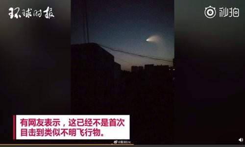 """Hình ảnh """"UFO"""" xuất hiện trên bầu trời sáng sớm Chủ nhật, bay qua nhiều tỉnh thành của Trung Quốc trên mạng Sina Weibo"""