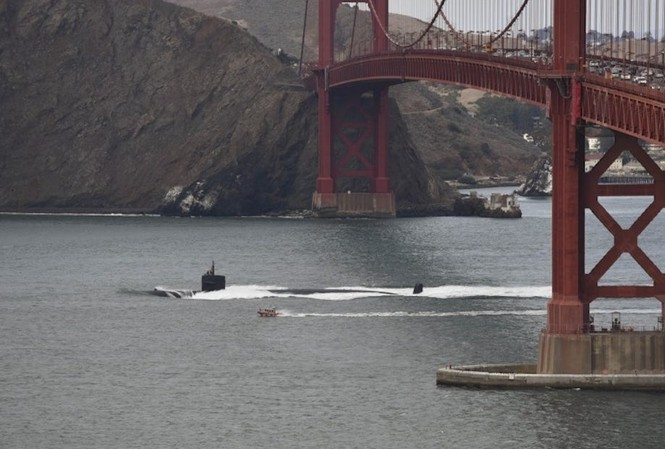 Tàu ngầm Mỹ chạy hết tốc lực đâm vào núi. Điều gì xảy ra?