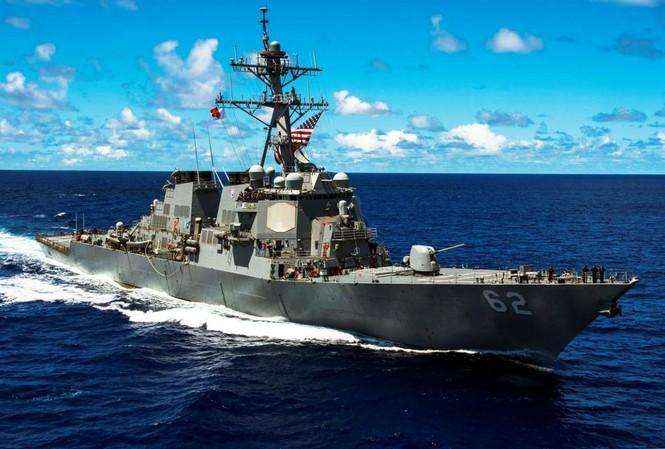 Tàu chiến Mỹ trong một lần đi qua biển Đông