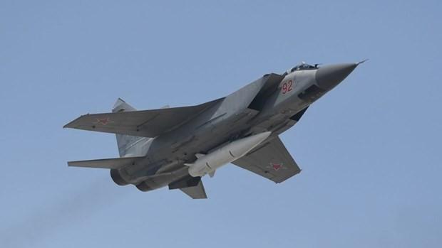Tên lửa siêu thanh Kinzhal dưới bụng tiêm kích MiG-31K