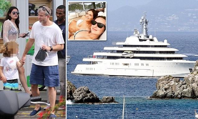Bỏ mặc Chelsea, Abramovich thư giãn trên du thuyền đắt nhất thế giới