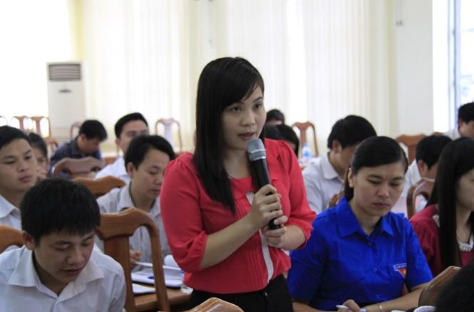Một phó chủ tịch xã tại Cao Bằng chia sẻ kinh nghiệm tại diễn đàn. Ảnh: Trường Phong