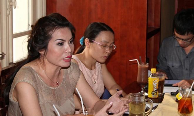 Bà Đoàn Thị Kim Hồng (trái) tại Hà Nội chiều 22/5. Ảnh: T.Toan