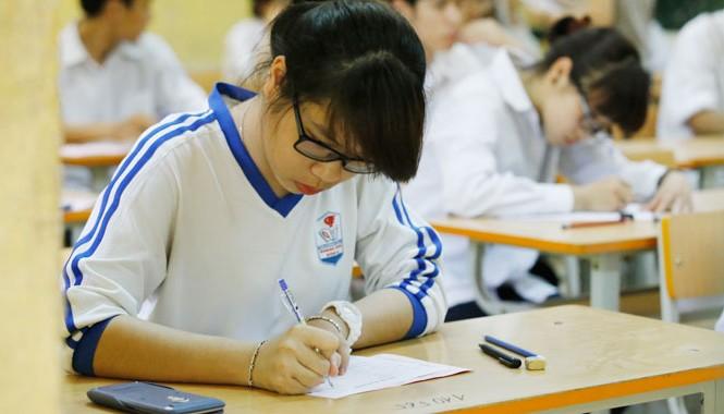 Thứ trưởng Nguyễn Vinh Hiển cho biết sẽ tiến tới một kỳ thi chung dùng để xét tốt nghiệp và tuyển sinh ĐH.   ảnh: như ý