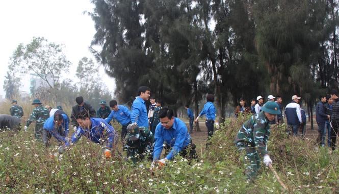 Ra quân dọn vệ sinh môi trường